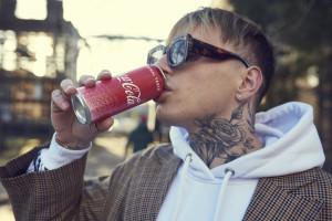 Zdjęcie numer 2 - galeria: Coca-Cola wspólnie z polskimi projektantami stworzyła kolekcję ubrań