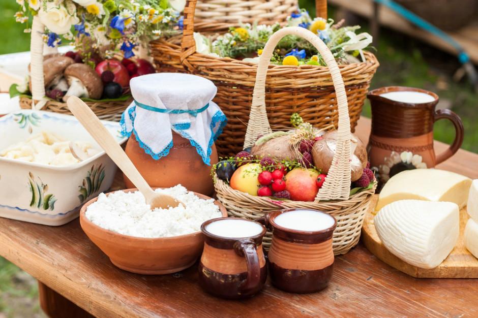 Polski koszyk produktów bio to m.in. nabiał, produkty dla dzieci, mleka roślinne i wódka (raport)