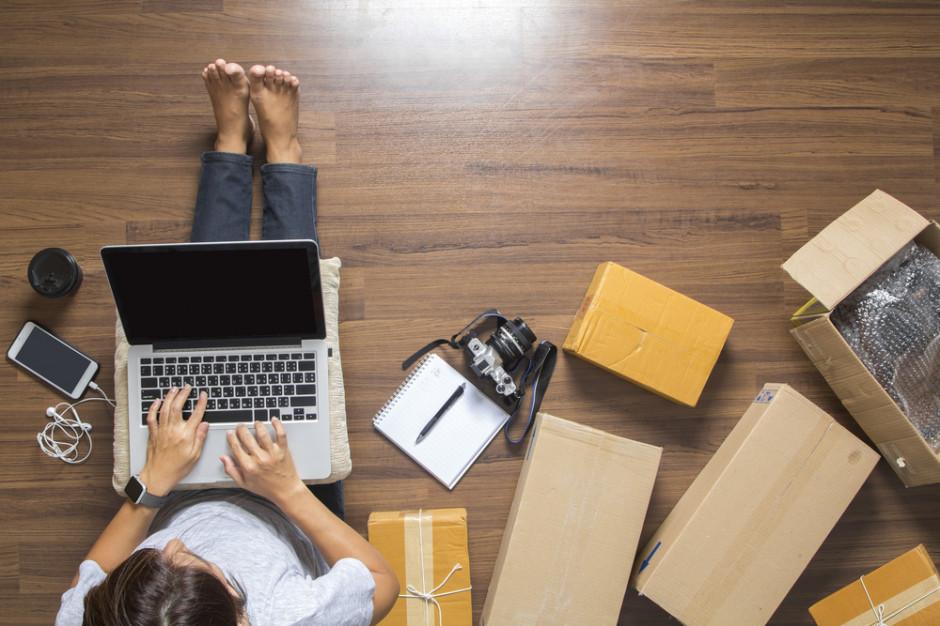 Ponad połowa Polek kupuje online (raport)