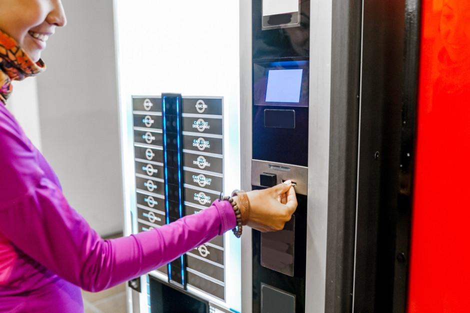 Przez koronawirusa połowa Polaków zrezygnowała z korzystania z automatów do kawy czy kas samoobsługowych