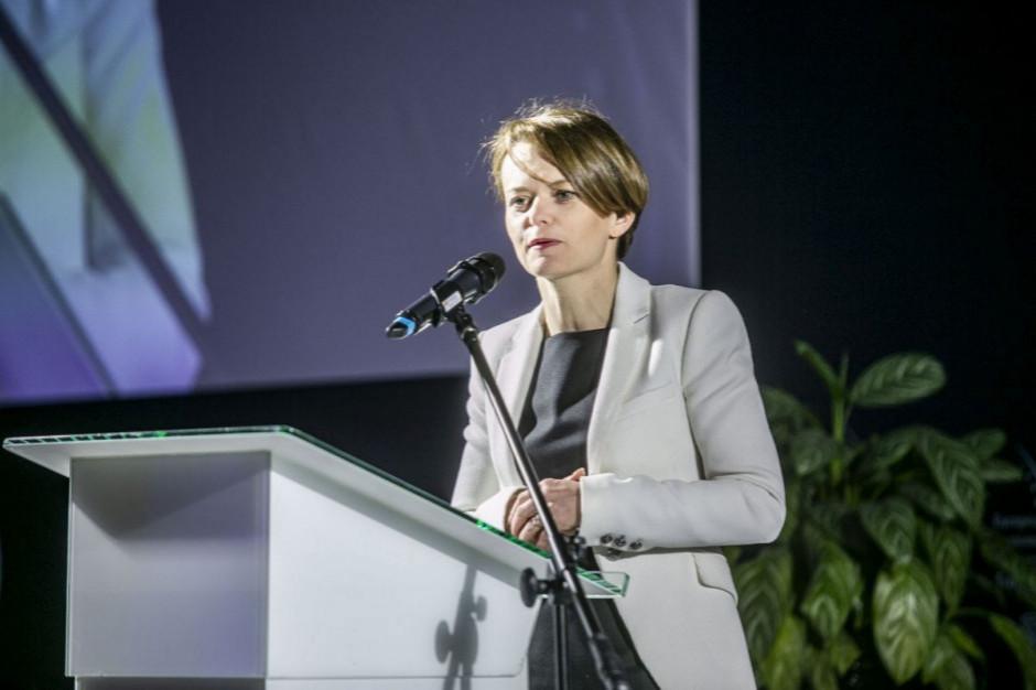 Minister Emilewicz: w czwartek założenia dot. projektu antyprzejęciowego