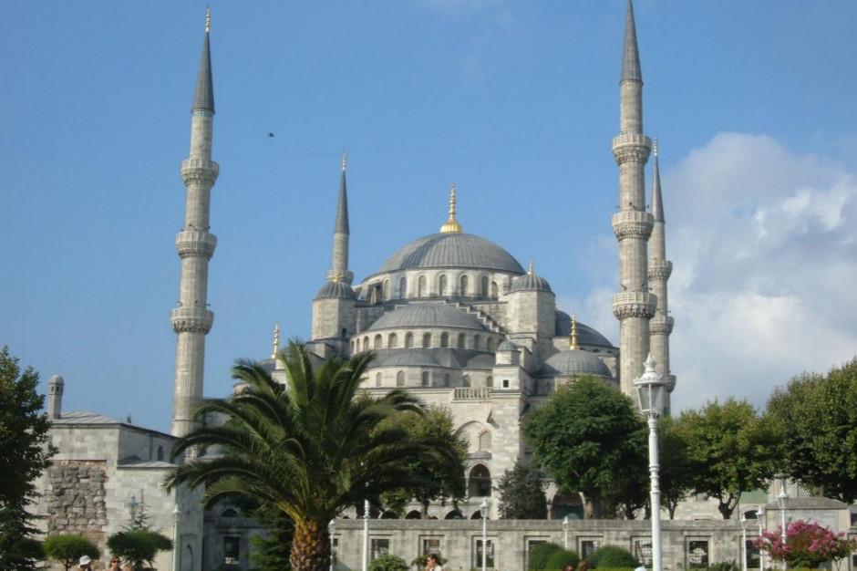 W Turcji zakaz tradycyjnych zbiorowych posiłków podczas ramadanu