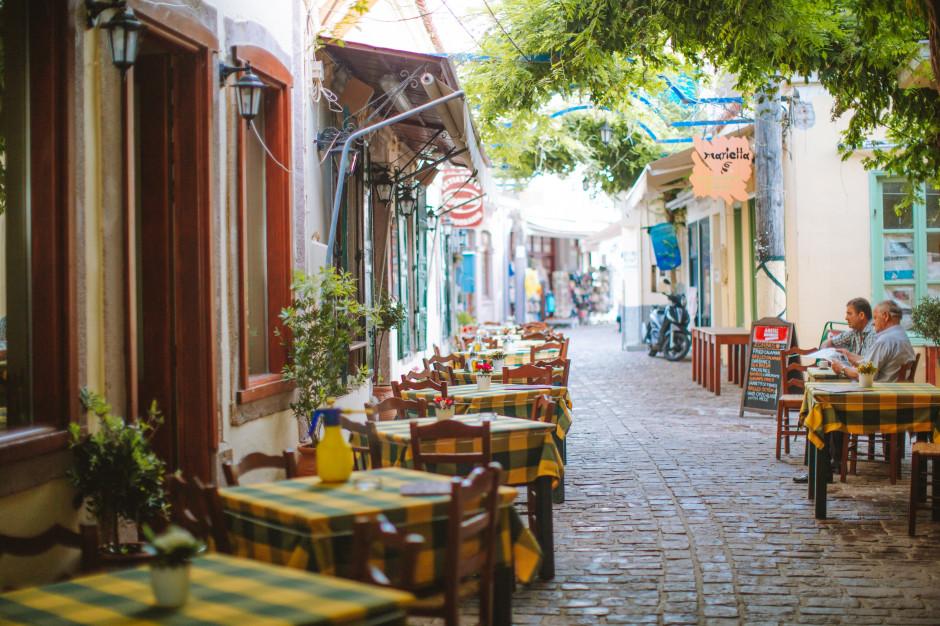 Włochy: Ponad połowa restauratorów zredukuje personel, jedna trzecia obniży ceny
