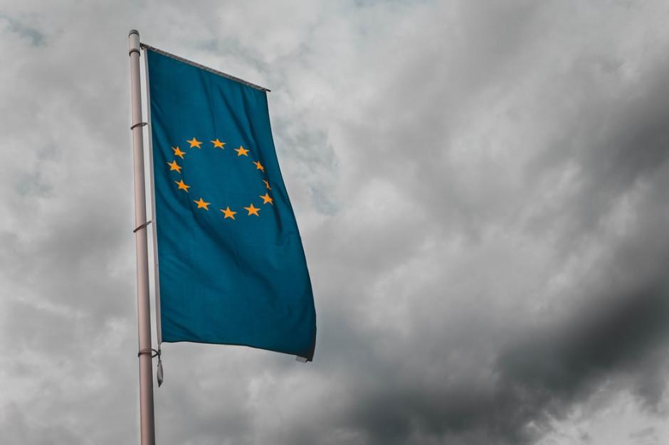 KE przewiduje historyczną recesję w tym roku; największe załamanie na południu UE