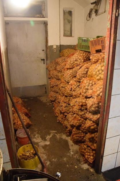 Zdjęcie numer 6 - galeria: Dolny Śląsk: Policja zlikwidowała nielegalny zakład produkcji sałatek (zdjęcia)