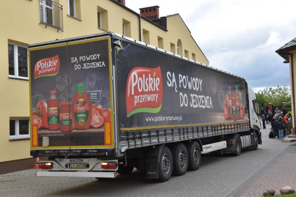 Krajowa Spółka Cukrowa przekazała żywność Caritasowi i PCK