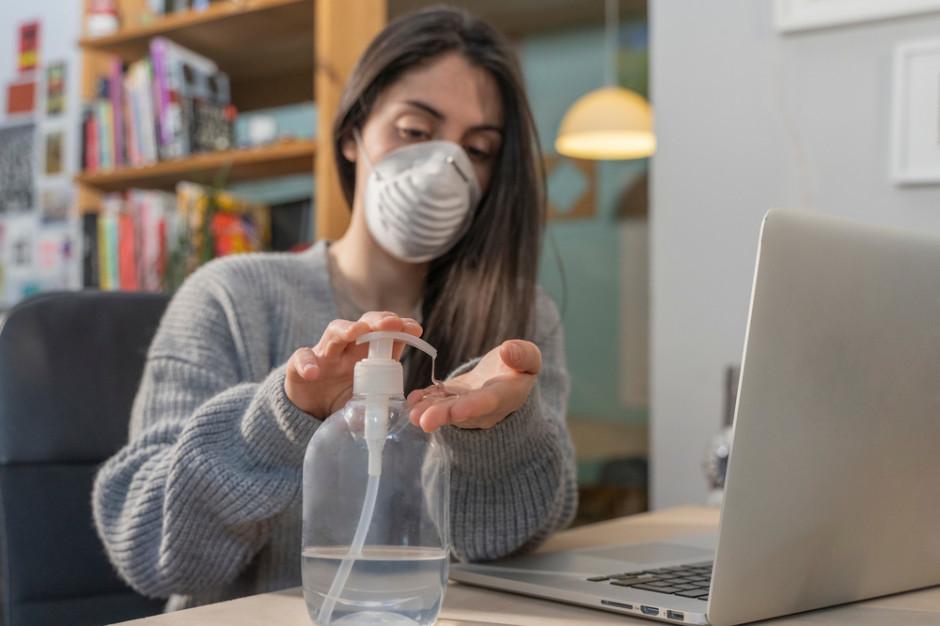 Biznes uczy się żyć z pandemią