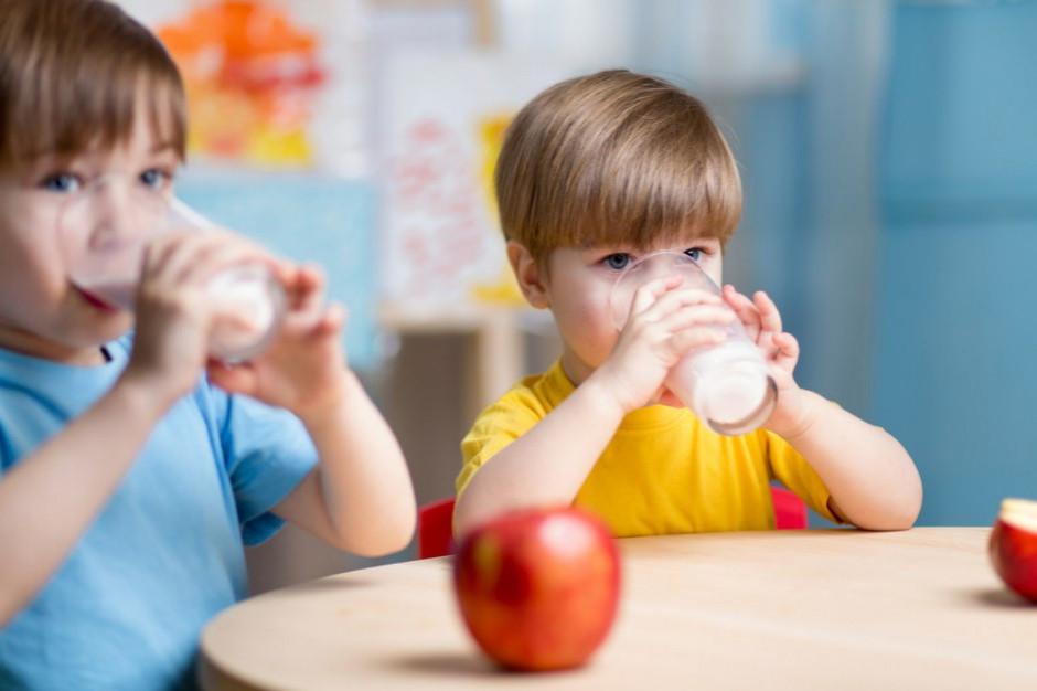 Mleko przeznaczone dla szkół trafi do hospicjów, domów dziecka czy domów pomocy społecznej