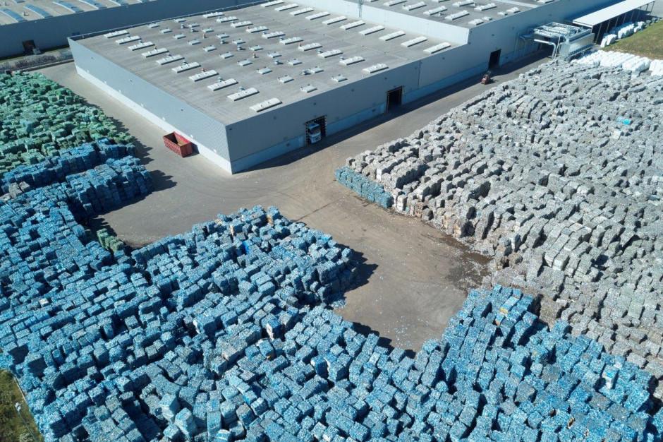 Fabryka w Polsce przetworzy 1,7 mld butelek z tworzywa sztucznego PET