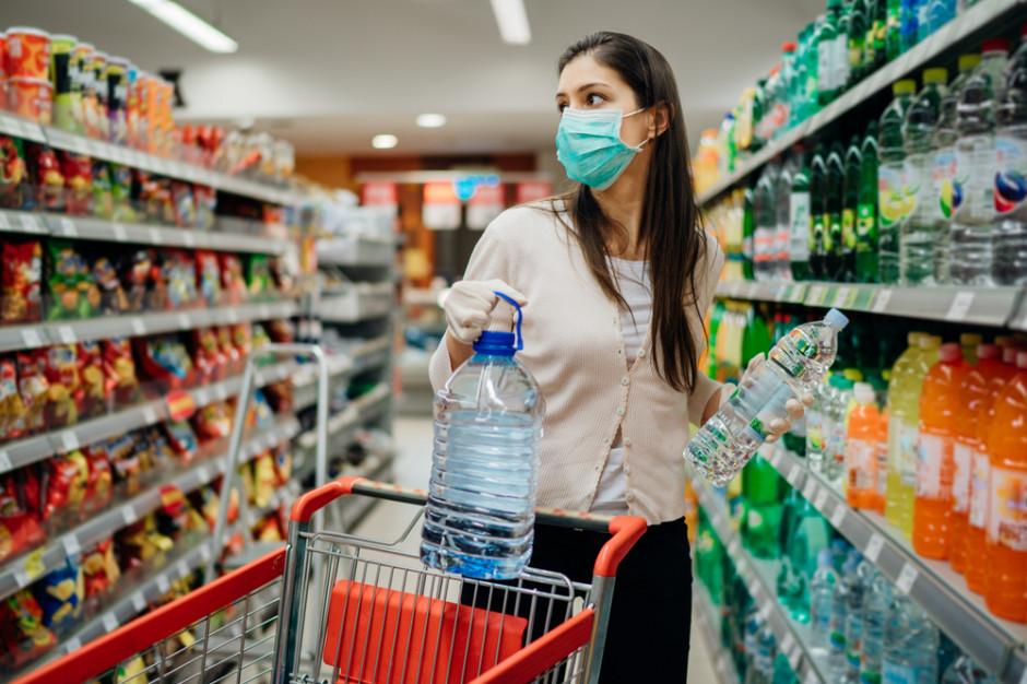 Pandemiczny rollercoaster, sprzedaż raz w górę, raz w dół. Zyskały produkty suche spożywcze i zdrowotne