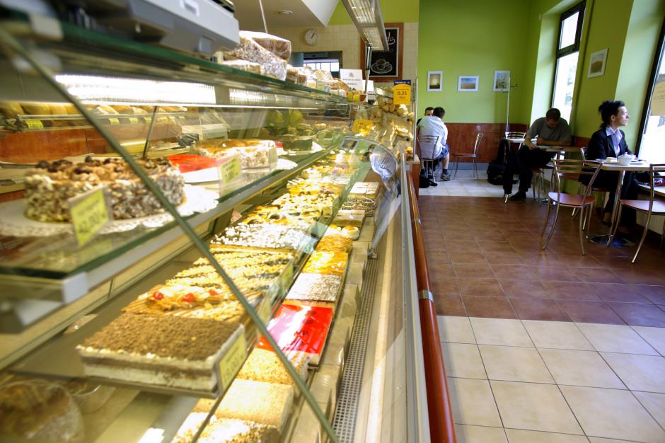 53 procent Polaków spodziewa się zamknięcia małych sklepów i firm (badanie)