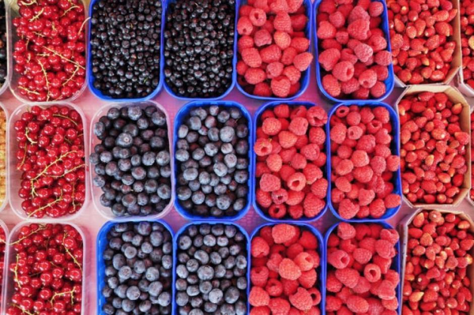 Ceny malin, borówek i czereśni na rynkach hurtowych - analiza