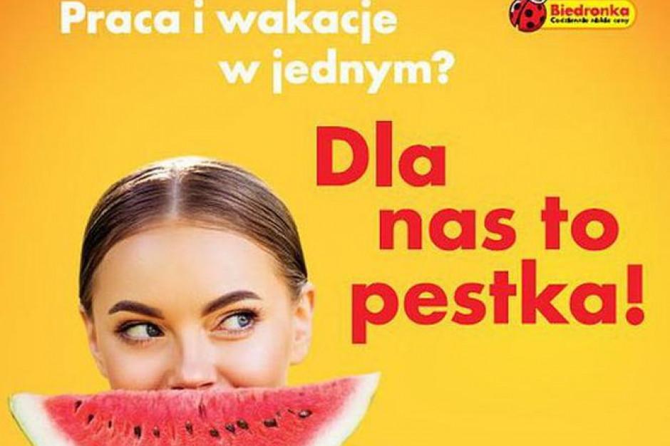 Biedronka obiecuje 350 zł premii za pracę nad morzem