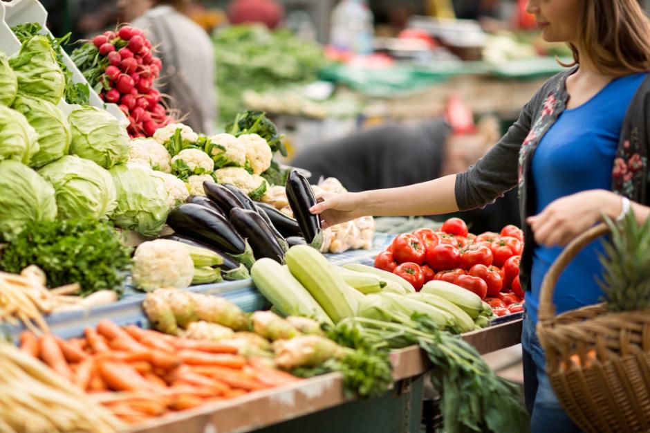 Supermarketowe ogórki i truskawki z błędnymi informacjami o kraju pochodzenia. Które sklepy oszukują?