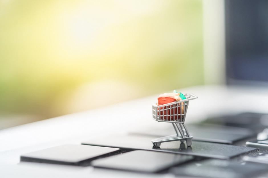 Zmalały obawy Polaków dot. wyjścia do restauracji czy sklepu i spadło zainteresowanie zakupami jedzenia online  (badanie)