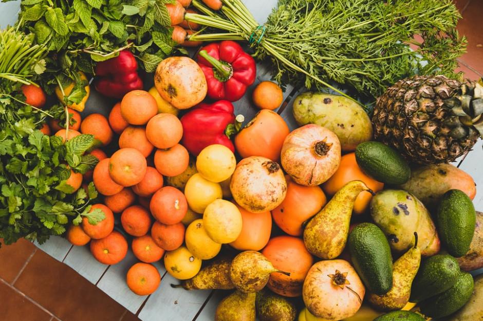 Tylko 50 proc. rodziców potrafi trafnie określić zalecaną dzienną ilość warzyw i owoców do spożycia (badanie)