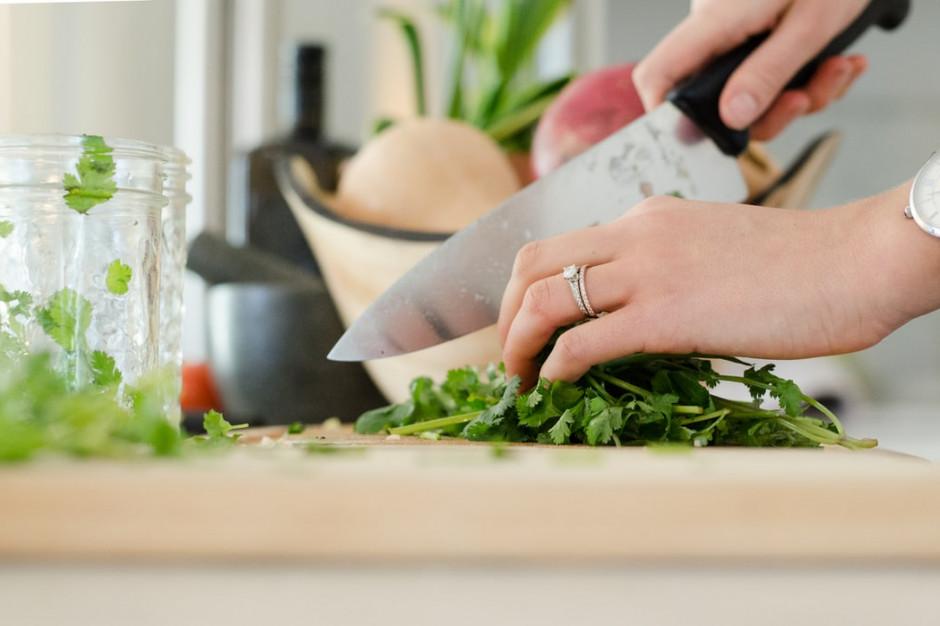 40 proc. badanych chce pozostać przy nawyku gotowania w domu