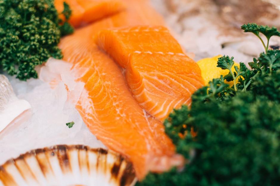 W diecie odchudzającej powinno być więcej miejsca na łososia