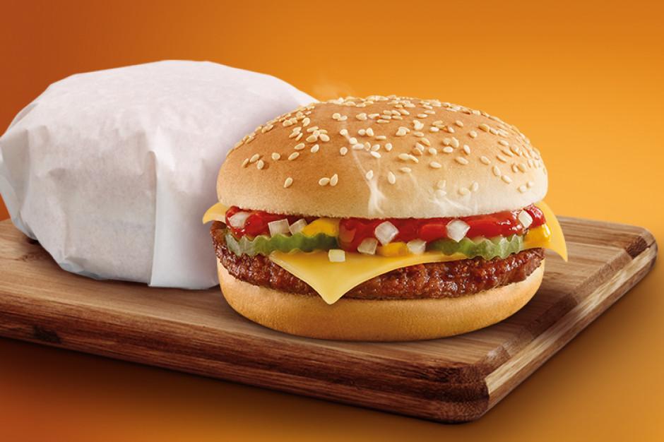 Żabka sprzedała ponad milion cheeseburgerów