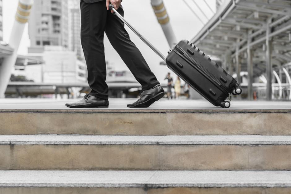 Co druga osoba chce wyjechać do pracy za granicę z powodu utraty zatrudnienia (badanie)