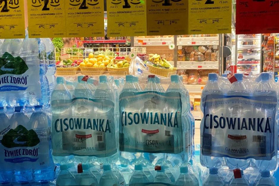 Woda mineralna w wakacje droższa niż rok temu. Podwyżki najbardziej odczują klienci dyskontów