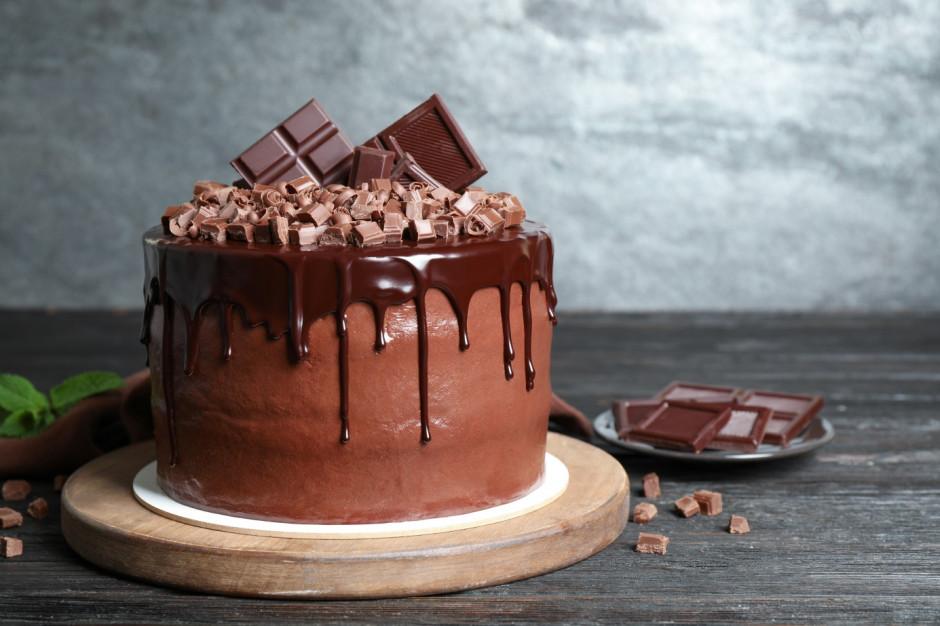 Najlepszy czekoladowy. Jakie torty wybierają Polacy? (badanie)