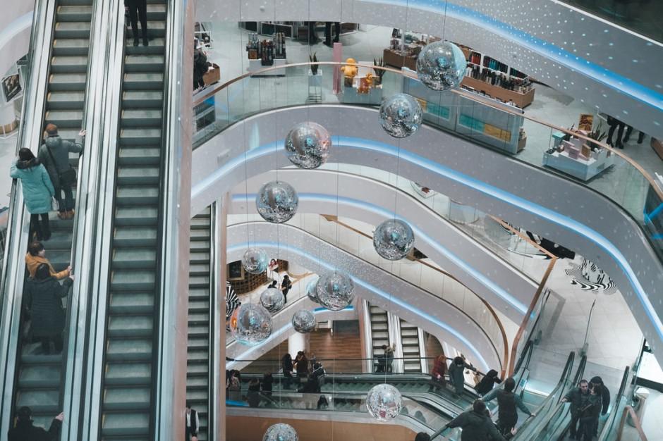 Pandemia przyspiesza zmiany na polskim rynku powierzchni handlowych (analiza)