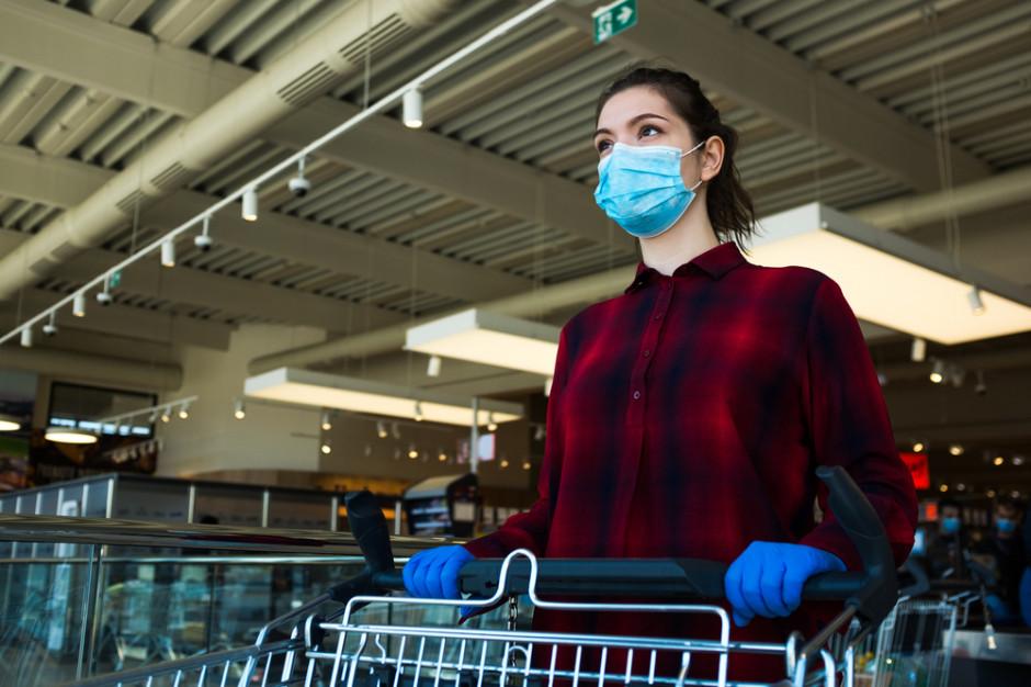 Centra handlowe chcą prawa do odmowy obsługi klienta bez maski lub przyłbicy
