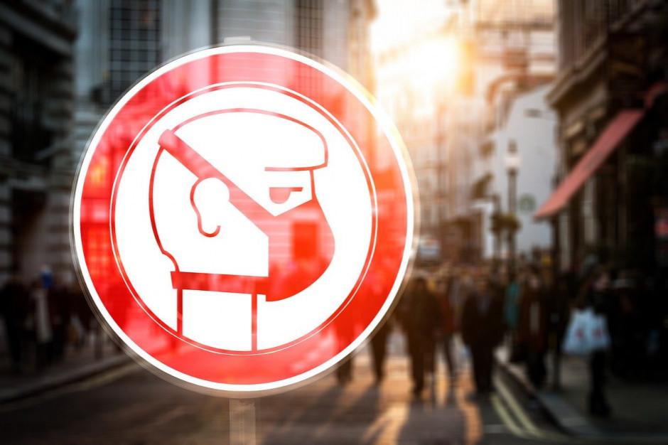 Polacy chcą kar za brak maseczki w sklepie (badanie)