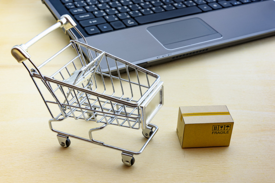 Giganci e-handlu zyskują na COVID-19. Sprzedaż przenosi się do sieci