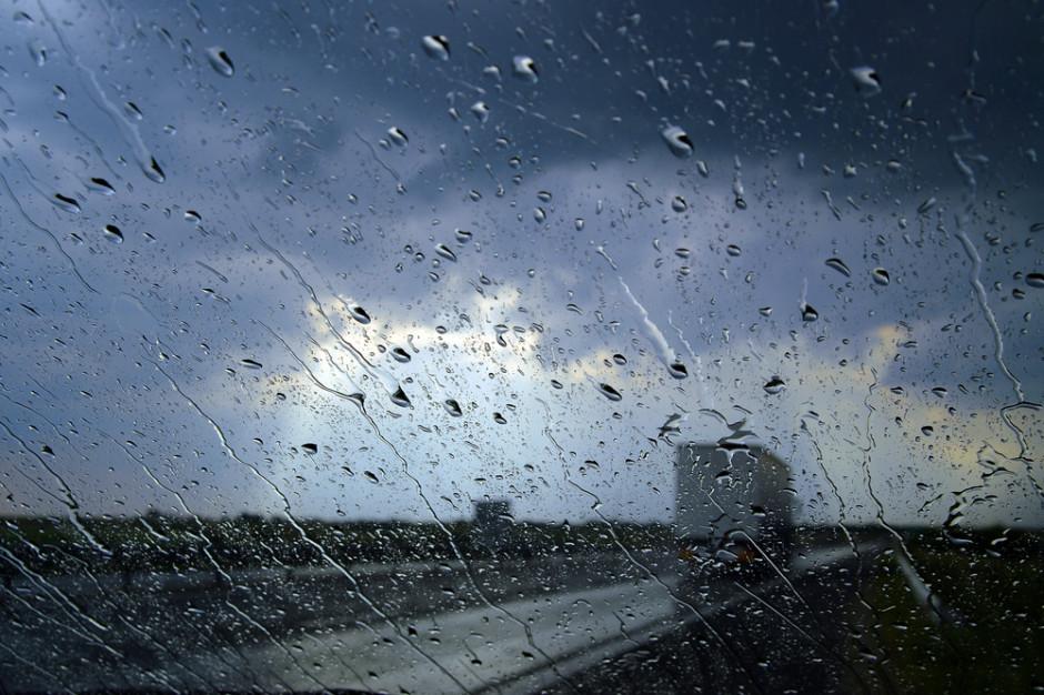 IMGW: Burze i intensywne deszcze w sześciu województwach