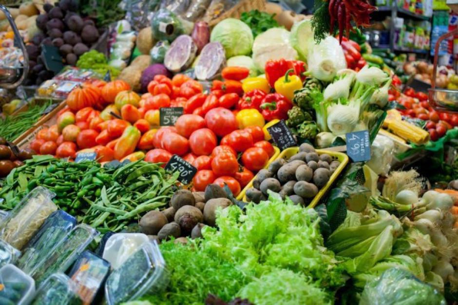 Credit Agricole: Warzywa i owoce będą tanieć