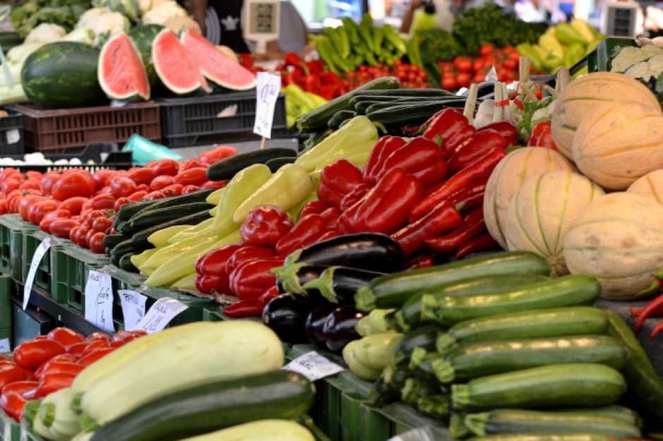 Bronisze: Mniejsza podaż bakłażanów i pomidorów gruntowych