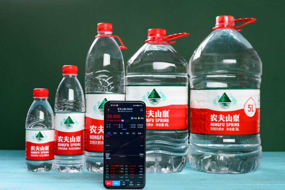 Właściciel marki wody butelkowanej najbogatszym człowiekiem w Chinach