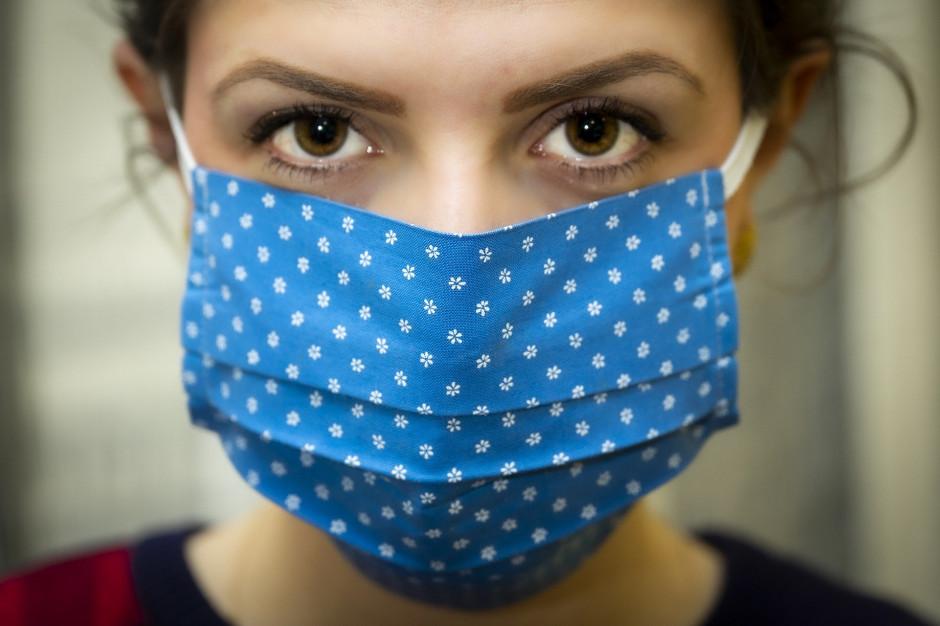 Od początku pandemii policja wystawiła 19 tys. mandatów za niezasłanianie nosa i ust