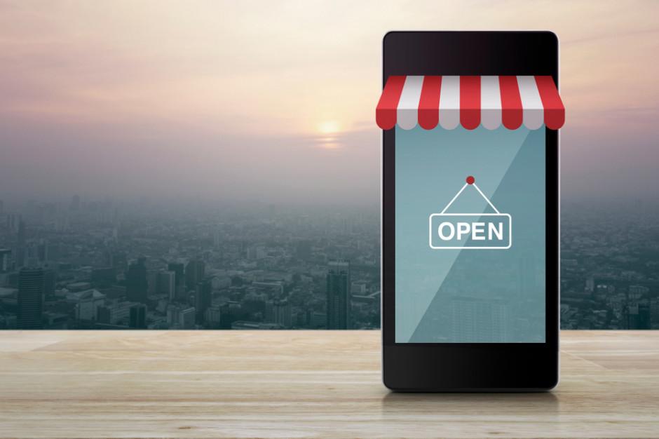Blisko połowa największych polskich e-sklepów ma własne aplikacje do zakupów (badanie)