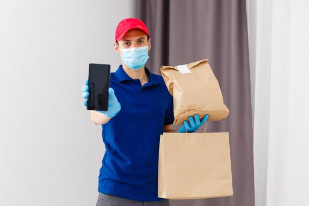 Firmy delivery rozszerzają usługi z restauracji na sklepy spożywcze i stacje paliw