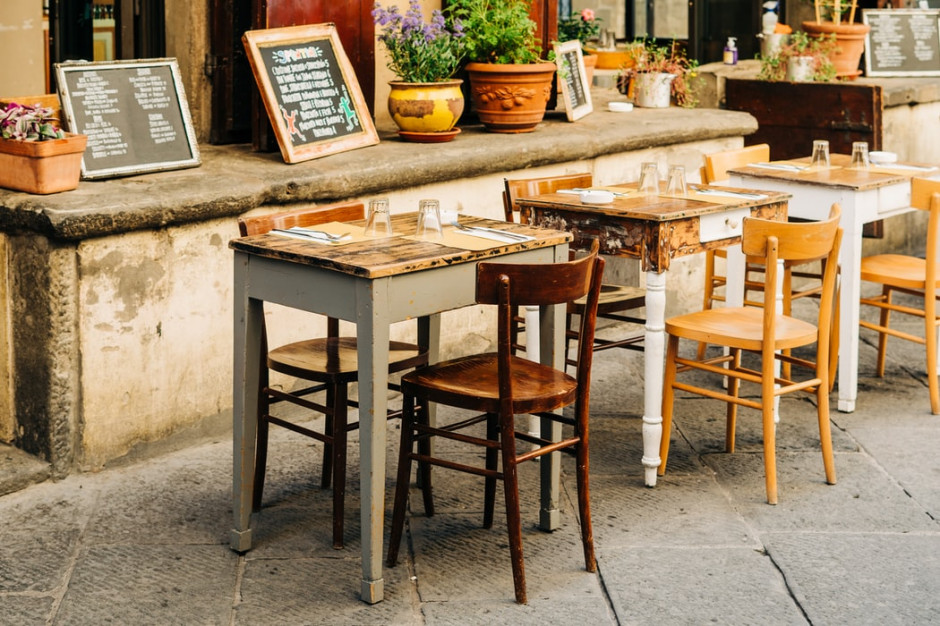 Od poniedziałku we Wloszech restauracje mogą być czynne tylko do godziny 18.00
