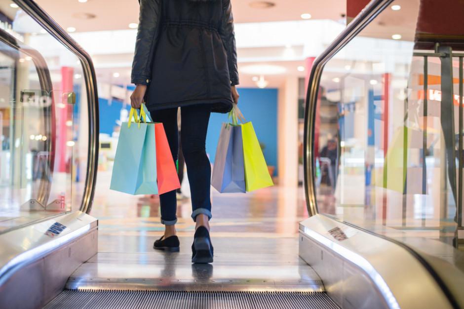 CBRE: Usługi i rozrywka w centrach handlowych straciły połowę obrotów