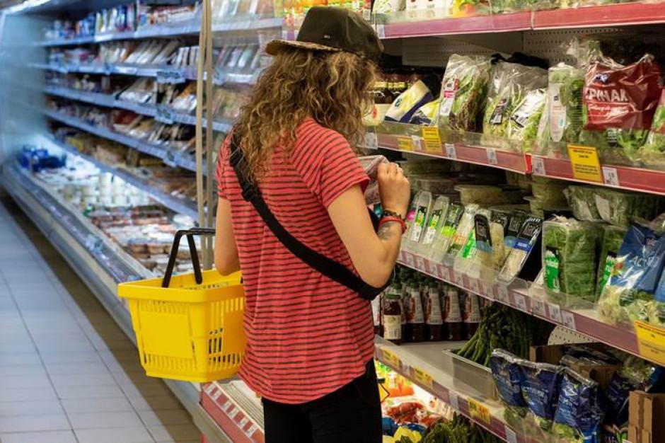 Prawie 90 proc. Polaków nie nosi rękawiczek ochronnych podczas zakupów spożywczych
