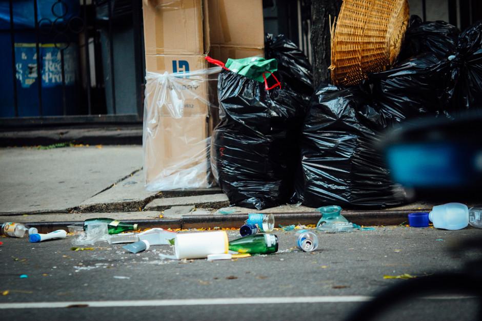 Koronawirus może być w workach z odpadami?