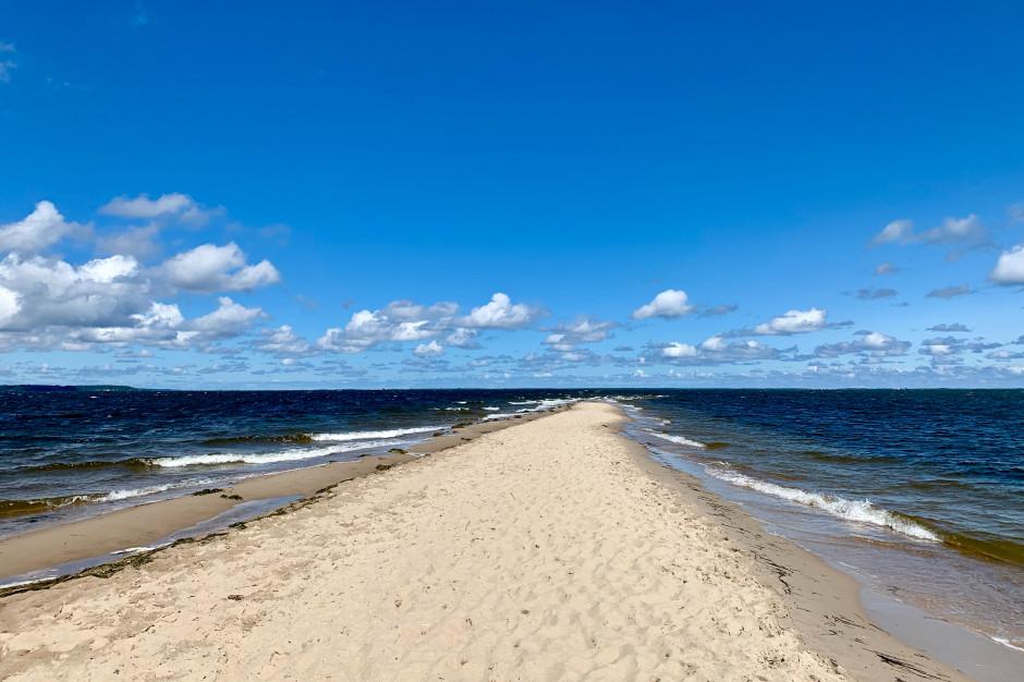 GUS: w lipcu i sierpniu nad morzem o 14,3 proc. mniej turystów