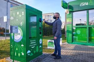 Zdjęcie numer 1 - galeria: Żabka otworzyła sklep zasilany w stu procentach zieloną energią (galeria zdjęć i wideo)