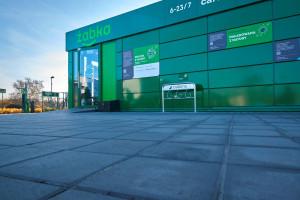 Zdjęcie numer 4 - galeria: Żabka otworzyła sklep zasilany w stu procentach zieloną energią (galeria zdjęć i wideo)