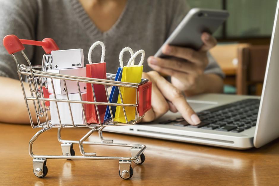 PIE: jesienne zamknięcie sklepów w mniejszym stopniu przeniosło zakupy do internetu niż wiosną