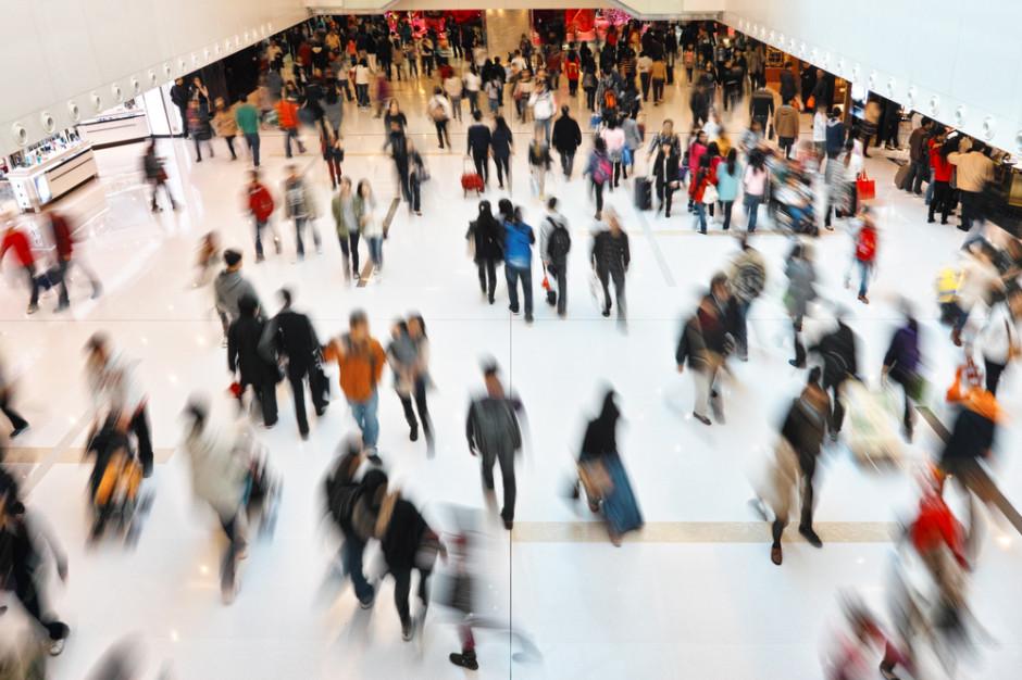 Prof. Marczyńska: Tłok w galeriach handlowych może dać wzrost zakażeń po świętach