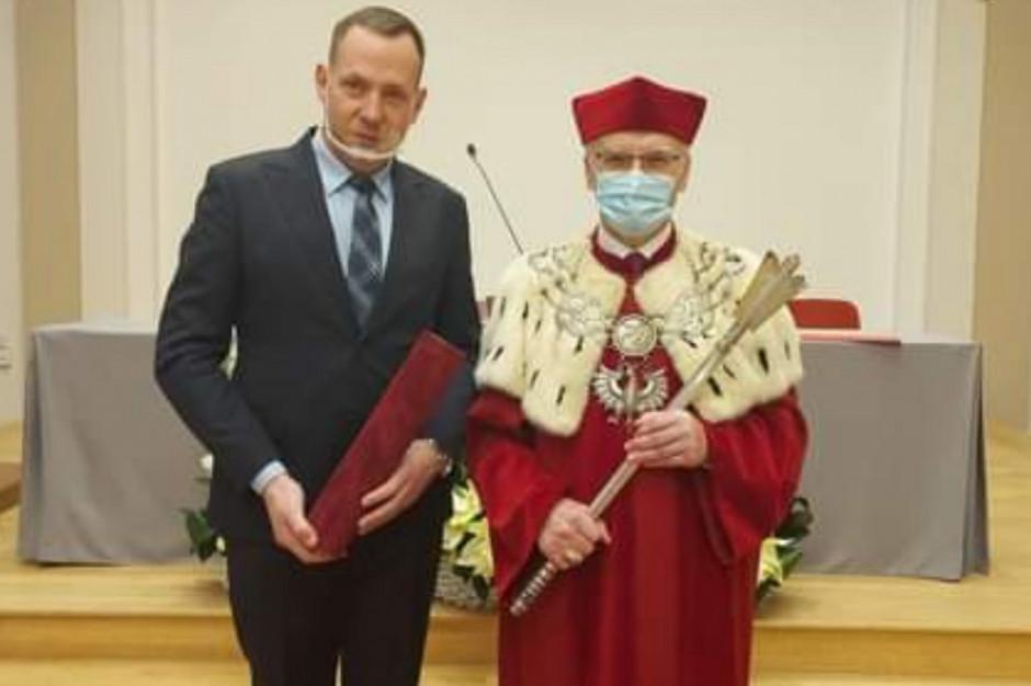 Prezes OSM Włoszczowa odebrał tytuł doktora