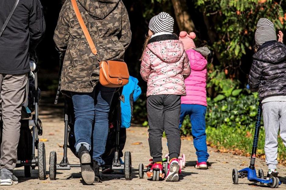 Sondaż: 40 proc. Polaków jest za zakazem przemieszczania się przed świętami i w czasie ich trwania