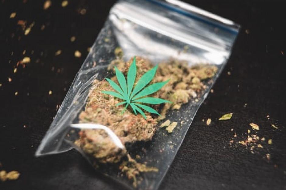 We Francji w czasie lockdownów dilerzy narkotyków oferują dostawy do domu, promocje