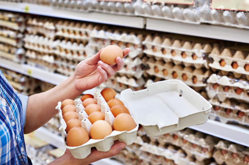Biedronka rezygnuje od 2021 r. ze sprzedaży jaj klatkowych - skutki dla branży